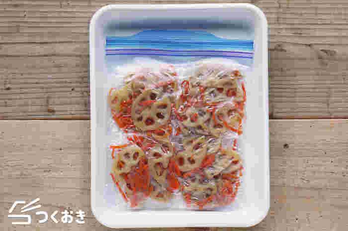 定番のお惣菜、きんぴられんこん。小分けしてラップに包み、保存袋に入れて冷凍しておくと便利。いつでも使えるので、お弁当のすき間埋めなどにも役立ちます。