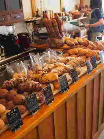 「空と麦と」のパンは、肥料や農薬を一切使わない、完全自然栽培の小麦を使っています。 小麦以外に使っている食材もすべて手作りやオーガニックというこだわりぶり。