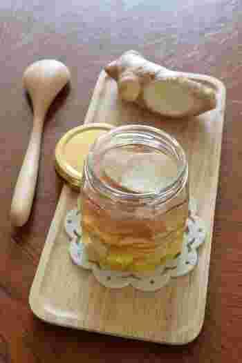 ジンジャーエールを作るための生姜シロップは、白砂糖の代わりに黒糖や蜂蜜を使ってみたり、一緒にフルーツを煮たり、好みのスパイスを加えてみたりとアレンジの仕方も無限大です。「我が家の味はこれ!」と言えるベストなレシピを見つけて、今年の夏は美味しいジンジャーエールを楽しんで下さいね♪