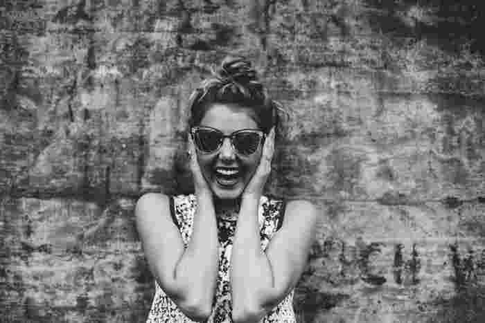 """""""言霊効果""""ってご存知ですか?なにかにチャレンジしたいとき「私はできる!」と声に出すことで自信がつき、成し遂げることができる、というものです。自分自身を励ますためにも声に出すことはとにかく大切で、ストレス解消効果もあります。イライラを溜め込むのではなく「わー!」と大きな声を出すだけでスッキリするもの。定期的にカラオケで発散するのもおすすめですよ。"""