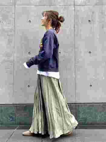 綺麗めコーデに合うことはもちろん、スウェット×スカートでカジュアルにしたりと、アレンジの幅が広いことも魅力のひとつ。  汎用性が高く、一枚持っているだけで、いろいろなアレンジを楽しめますよ。