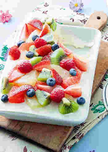 いろんなフルーツをたっぷり使ったカラフルなスコップケーキ。 生クリームもフルーツもたっぷり!が嬉しいですね♪