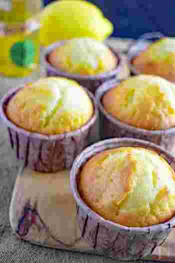 はちみつの甘さと爽やかなレモンの香りのコンビネーションがバツグン。食べやすいカップケーキ型だから、ホームパーティーにもおすすめ。