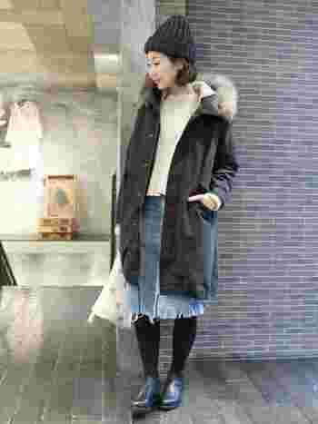 スカートには、カジュアルになり過ぎないブラックをチョイス。 アウターとスカートの長さが絶妙です。