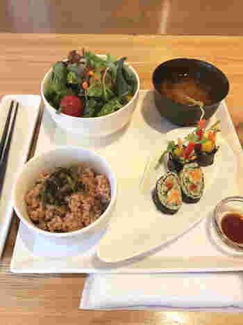 酵素玄米高菜ごはんや道産野菜など、目で見て食べて美味しい栄養満点のセットです。