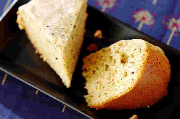 全材料をパッと混ぜて炊飯器に入れるだけで完成するきな粉蒸しパン。ホットケーキミックスを使うことで生地がふわふわに仕上がり、特有のほんのりとした甘さもきな粉との相性抜群。混ぜるだけでOKなのでお子さんと一緒に作るのも楽しいレシピです♪