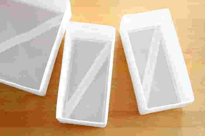 こちらのブロガーさんは、スーツケースの収納にイケアのSKUBBシリーズの仕切りボックスを使っています。 クローゼットでも重宝するこのシリーズは、ジップが付いていて折り畳める仕様。