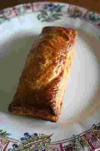 市販の冷凍パイシートとミートソースでつくるミートパイです。おやつや昼食にも良いですね。