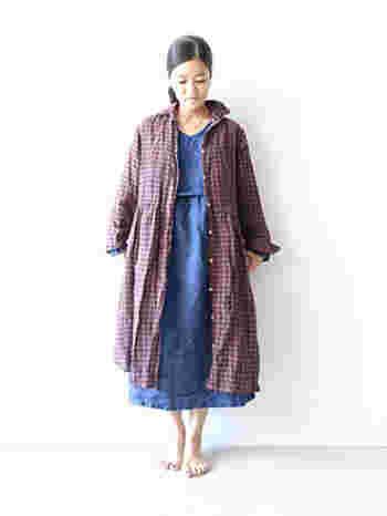 ワンピースの上に重ねてコートのように羽織ってもおしゃれ。リネン100%なので一年中使えます。
