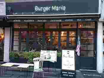 ハンバーガーの名店として名高い「バーガーマニア恵比寿店」は、恵比寿駅東口から徒歩3分。