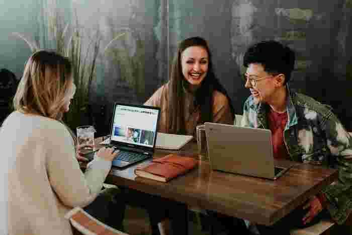 コーピーライタ-の佐々木圭一さんが自身の経験を多く盛り込んだ本書が教えてくれるのは、伝え方は学べるし、伝え方を変えれば結果は変わるということ。家族や友人関係、仕事まで幅広く応用できるハウツー本で、早速実践したくなります。