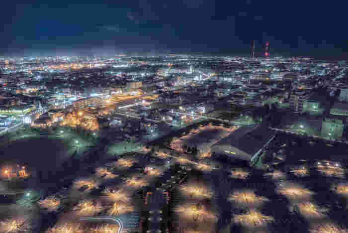 歴史、文化、芸術、北陸の粋が集まる金沢の街。2015年北陸新幹線開通で東京方面からのアクセスがぐんと短縮されると、ますます観光しやすくなりました。今後は金沢から大阪方面への新幹線開通が計画されており、2022年には福井まで区間が延長するとのこと。  憧れの北陸の幸を現地で堪能するなら、予約がマスト。たくさんのお店があるので、メニューやアクセスを比べ、早めの予約を入れておきましょう。