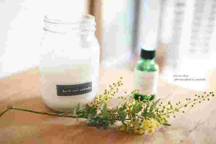 アロマオイルを重曹やクエン酸などのナチュラルな洗剤に混ぜて使う方法もあります。好きな香りを楽しみながらお掃除できるでしょう♪