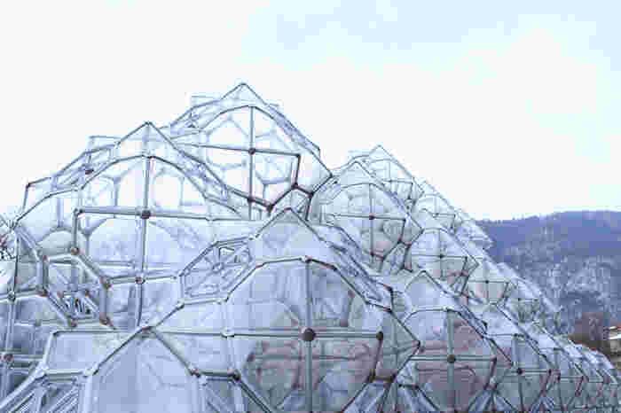 こちらは、たくさんの透明なカプセルを繋げてできた「しゃぼん玉のお城」。