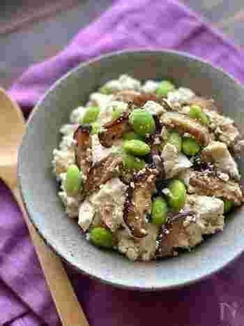 豆腐と枝豆の食感の違いを楽しめる一品。甘辛いしいたけがアクセトとなってお酒がどんどんすすんじゃいそう♪お好みでマヨネーズをのせてもおいしく頂けるそうです。