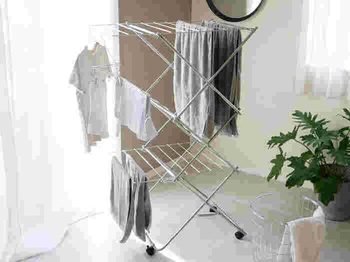 コンパクトでお洒落がいい!暮らし上手の「室内洗濯物干し」おすすめ17選