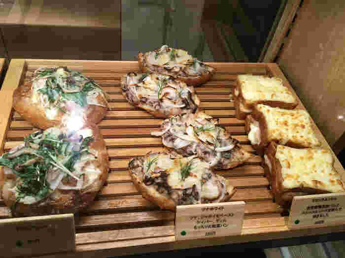 ブリオッシュは口どけよく、惣菜パンは薄味でパンを引き立てる美味しさ。