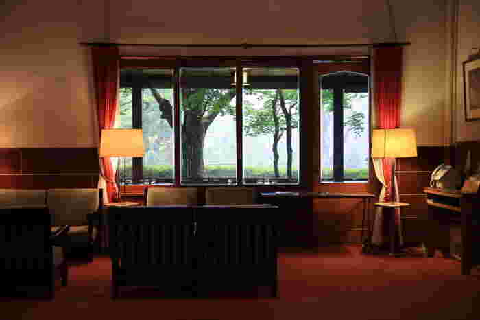 100年以上の歴史がある万平ホテル。三島由紀夫や堀辰雄、東郷平八郎などをはじめ、国内外の著名人から愛されてきました。宮崎駿監督の映画「風立ちぬ」で主人公が泊まるホテルのモデルと言われています。