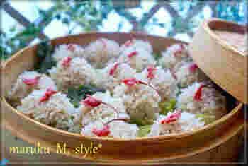 もち米を使った桜のしゅうまいは、もち米を桜を洗った水につけて香りを移すのがポイント。モチモチの食感が楽しく、柚子胡椒がアクセントになっています。