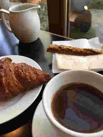 おすすめは、浅煎りで酸味や果実感が特徴のコーヒー。コーヒーと相性の良いパン類と軽めのお茶が楽しめます。