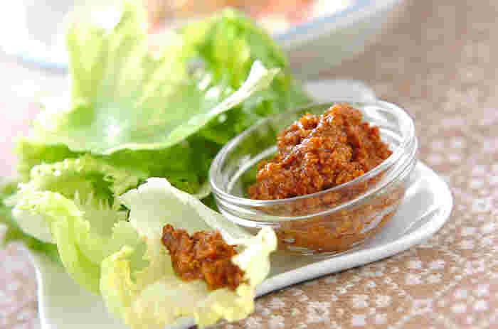 ひき肉さえあれば、お味噌やお砂糖など手軽な材料で作れる「肉みそ」。お好みで薬味などを入れてアレンジを楽しむのも◎野菜に添えるのにもぴったりです。