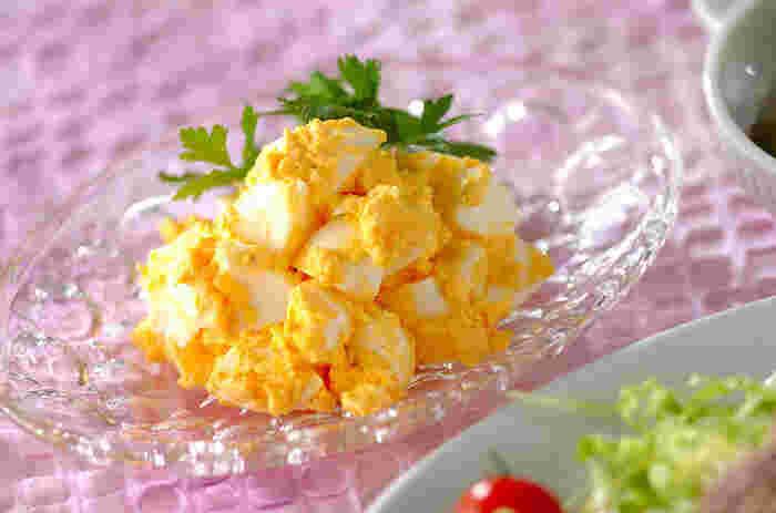 シンプルに卵だけを使ったサラダも美味しいですよ。 トーストに挟んでサンドイッチにすれば、朝ごはんにも良いですね。