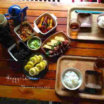 常備菜を並べた朝ご飯。ご飯を炊いてお味噌汁を作るだけで完成!バタバタと忙しい平日の朝におすすめです。