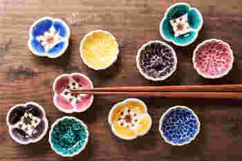 「九谷青窯」から独立した葛西国太郎さんの箸置きはまるで花束のようにカラフルな美しさに溢れています。食卓がぱっと華やかになりますね。