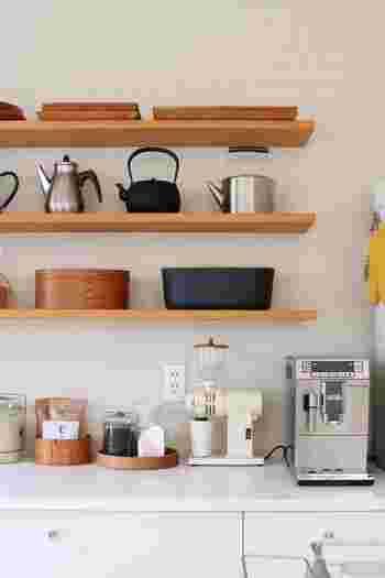 そんな風に吟味して選んだ道具たちは、キッチンの主役。仕舞い込まずディスプレイして、その洗練された佇まいを楽しみましょう。