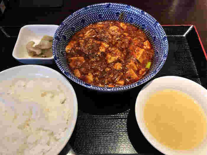 独特の辛みや刺激、香りなど、本場・四川から受け継いだランチが味わえます。こちらは、中国山椒のしびれる辛さがやみつきになる「陳麻婆豆腐ランチ」。