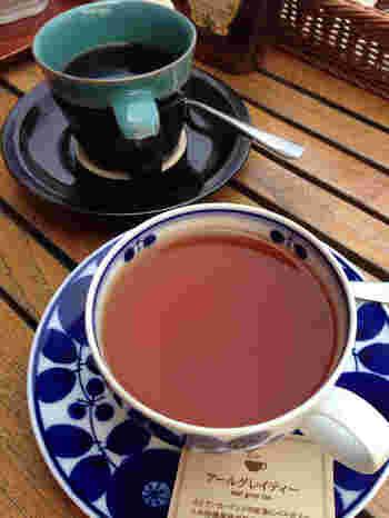コーヒーカップが鳥取の民藝を代表する中井窯だったり、ティーカップは白山陶器のBLOOMだったりと、器へのこだわりも見逃せないポイントです。