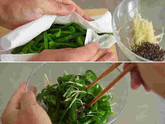 キッチンペーパー等でピーマンの水気をしっかりふき取り、塩昆布と千切りした生姜を合わせて完成。合わせる分量は味を見ながら好みで調整すると良さそうです。生姜が加わることで格段と風味が良くなります◎