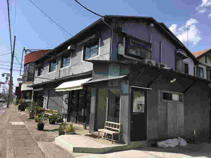 こちらの建物の2階にあるカフェが「1998 CAFE SHOZO」。