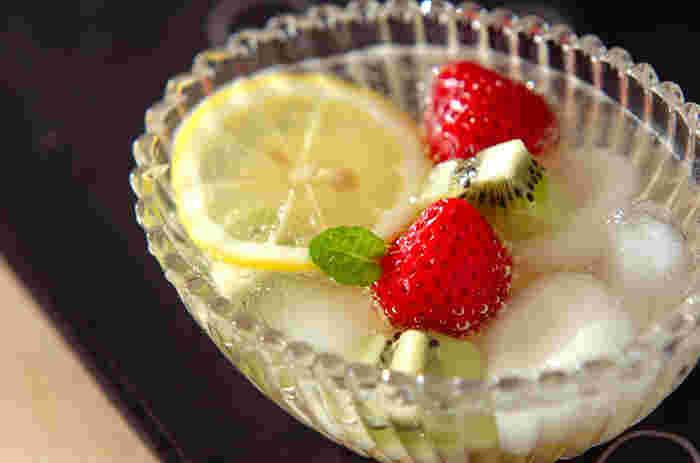 作りたての白玉のもちもち感がたまらないですよ。夏のデザートには、炭酸のしゅわしゅわとレモンを入れて、すっきり爽やかな後味を。