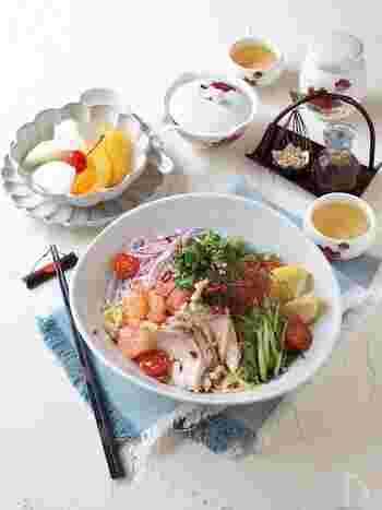 ナンプラーとパクチーが入ったタイ料理風の冷やし中華。普通に飽きたらこんな風にひとひねり加えるのもアリですね。