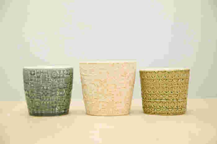 工房にあった貴重な作品の数々。左から試作で作ったカップ、伊藤さんが原型用に作った素焼きのカップ、個展で作成した別バージョンのカップ