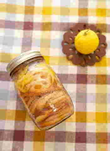 冬野菜の蓮根と柚子を使ったレシピ。蓮根をあげることで香ばしさがプラスされるのがポイント。