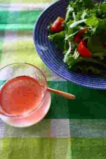 酵素シロップは、ドレッシングにすることもできます。酵素シロップと生野菜の相乗効果で、栄養抜群。色もきれいですね。