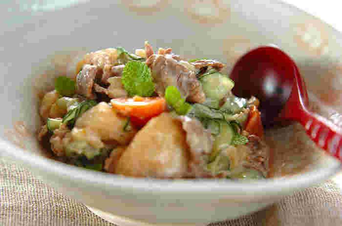 昨日の肉じゃがに、きゅうりとヨーグルトを混ぜるとトルコ風肉じゃがサラダに。簡単に味を変えられて、飽きずに食べられます。