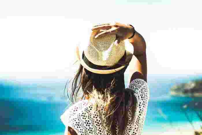 暑い夏の時期は、強烈な紫外線や冷房による乾燥、さらに今年はマスクによる刺激も加わり、肌は想像以上に大きなダメージを受けています。そのままケアをせずにいると、シミや小じわができてしまったり、肌トラブルの原因に・・・。ダメージを受けた夏の肌は、毎日のスキンケアできちんと修復していきましょう。