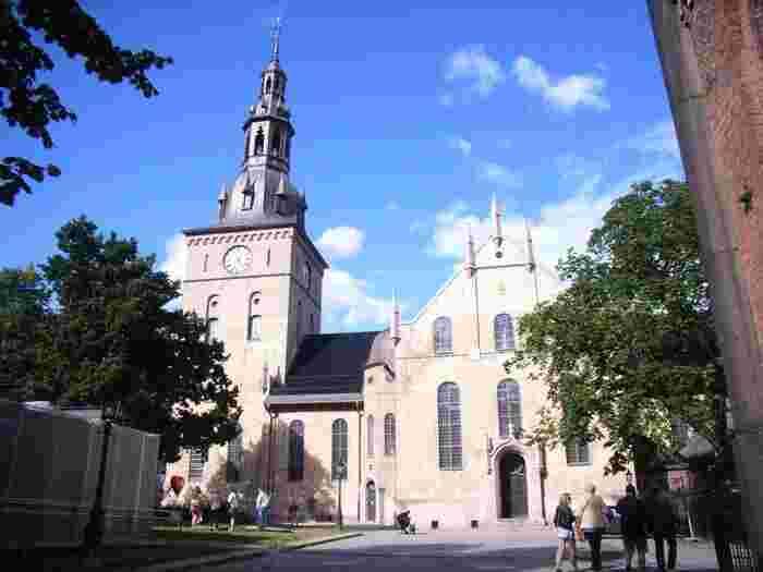 ノルウェーの首都はオスロ。デンマークやスウェーデンまでは飛行機で1時間ちょっとの場所にあり、電車でもストックホルムまで行くことができるので、ノルウェーを基点に北欧をぐるっと周遊するのもいいですね。