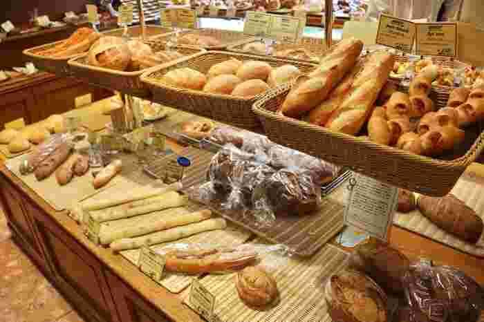 パンがどのようにしたら喜ぶのかなど、パンに対して絶対に妥協をしないパン作りが生み出した美しく美味しいパンが店内にはぎっしり。添加物は一切使用しておらず、お子様も安心して召し上がることができますよ」。