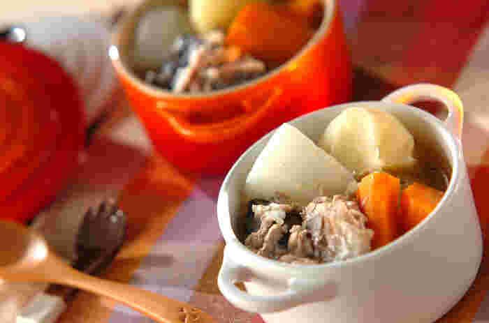野菜はレンジで火を通し、サバ缶を使うことで、時短ながらもうま味たっぷりのポトフに。煮込み時間が短くて済むので、帰宅後すぐに食べたい!なんて日の夕飯にもいいですね。