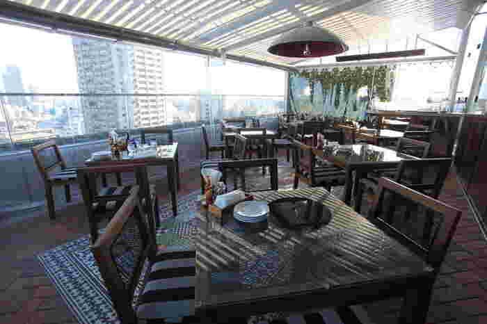 """代官山駅から徒歩5分ほどのビル9階にある「Hacienda del cielo(アシエンダ デル シエロ)」は、スペイン語で""""空の家""""を意味する店名のレストラン。"""