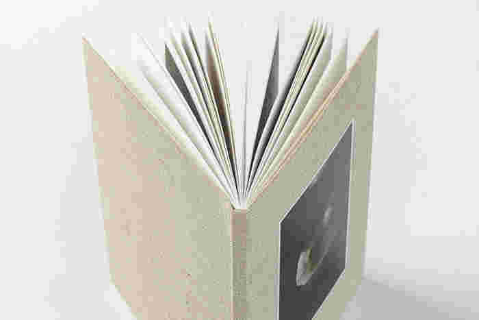 オーダーして家に届いたその後も、いつまでも美しく丈夫な本のかたちを実現。思い出をいつまでもキレイな形で保存できます。