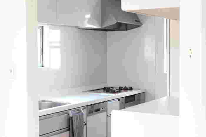 さっぱりとして清潔なキッチンは理想的。キッチンのリセットはそれぞれのおうちにあった方法を選ぶのが賢いやり方です。ハードルを上げすぎず、無理のないように、簡単なお掃除方法をマスターしていきましょう。