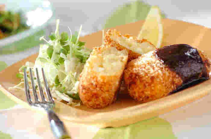 ホタテがごろごろ入った贅沢なコロッケ。缶詰のフレークホタテを使えば、お手軽に作ることができます。普段よりもすこし小さめに作ると、上品な雰囲気になりますよ。