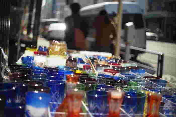 浅草寺界隈を抜けたら、上野を目指しながらかっぱ橋道具街へどうぞ。調理道具や食器、製菓用品から厨房設備まで…同じ商品なのにお店によって値段が違うことがあるのもおもしろいところ。見ているだけでもウキウキしますよ♪