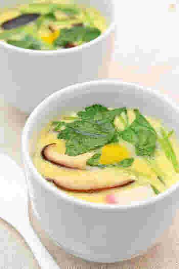 消化にいい料理の代表格、茶碗蒸し。レンジを使えばオール10分で手軽に作ることができます。卵・好きな具材・白だしさえあれば作れるので、冷蔵庫に何もない時にもお役立ちです。