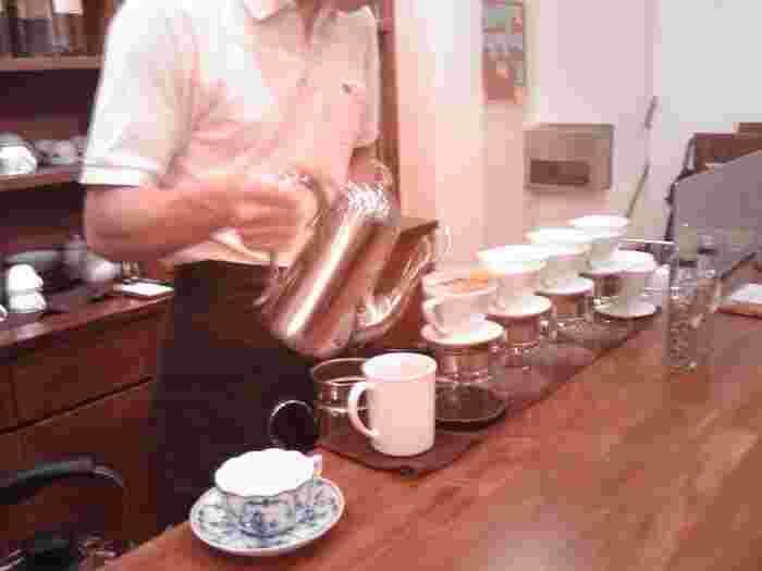 珈琲はマスターが丁寧にドリップ。おうちでできる美味しい珈琲の淹れ方も教えていただけるそうですよ。